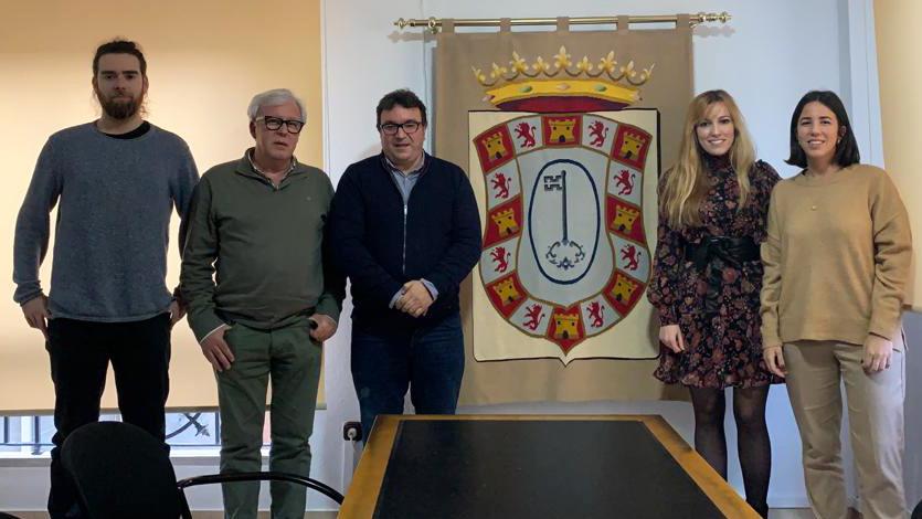 «Reunión de la Asociación de Arquitectos Sierra Sur con el Alcalde de Castillo de Locubín, Cristóbal Rodríguez Gallardo»